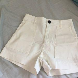NWOT H&M highwaisted white shorts